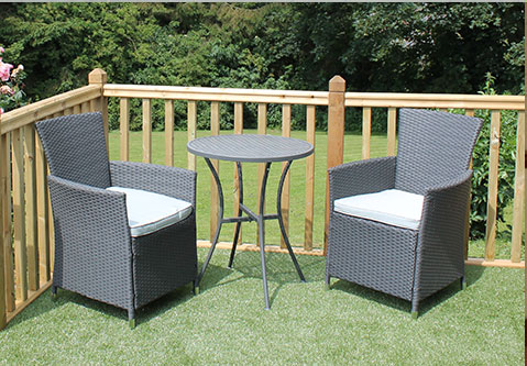 Additional outdoor seating for the sun bathers